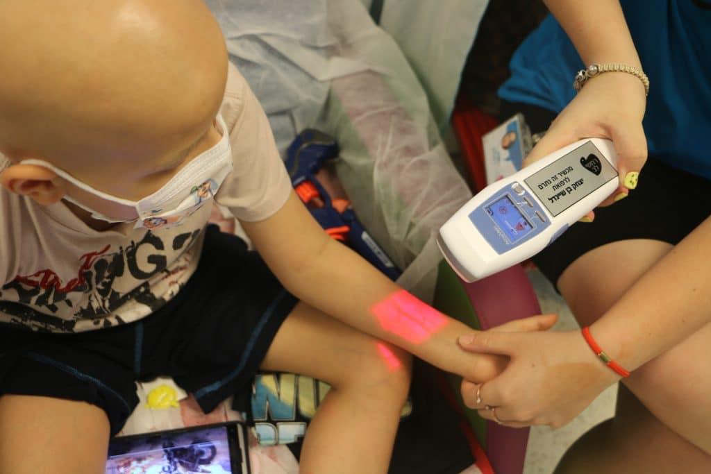 סיוע רפואי וציוד רפואי במחלקות ילדים בבית החולים תל השומר - רחשי לב למען ילדים חולי סרטן