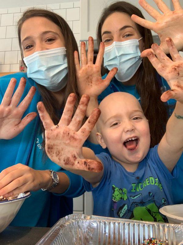 עמותת רחשי לב, הפועלת למענם של ילדים חולי סרטן, מזמינה אתכם לאמץ פרויקט. תרמו גם אתם לטובת ביקורי בית לילדים והמשפחות המתמודדות עם מציאות קשה.