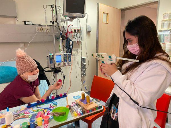 עמותת רחשי לב, הפועלת למענם של ילדים חולי סרטן, מזמינה אתכם לאמץ פרויקט. תרמו גם אתם לטובת תרפיה באומונות לילדים המתמודדים עם מחלת הסרטן.